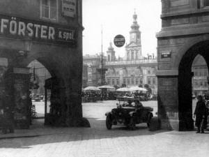 DRBNA HISTORIČKA: Před devadesáti lety byly ve městě poprvé nařízeny jednosměrky
