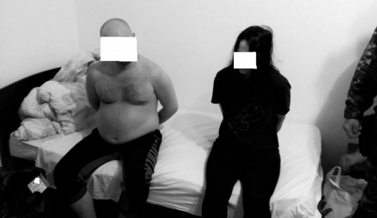 Začíná soud s dvojicí, která měla loni na Písecku ubodat manželský pár. Oběma hrozí až výjimečný trest