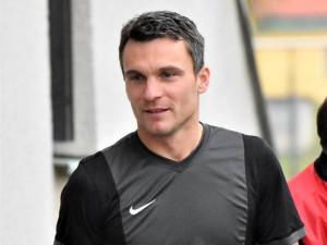 VIDEO: Lafata skončil po zápase v Hluboké v nemocnici. Soupeř mu zlomil kotník, nedostal ani žlutou