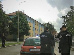 Opilý muž ujížděl strážníkům po chodníku a parkem na Sadech. Chtěl si vyzkoušet, jaké to je