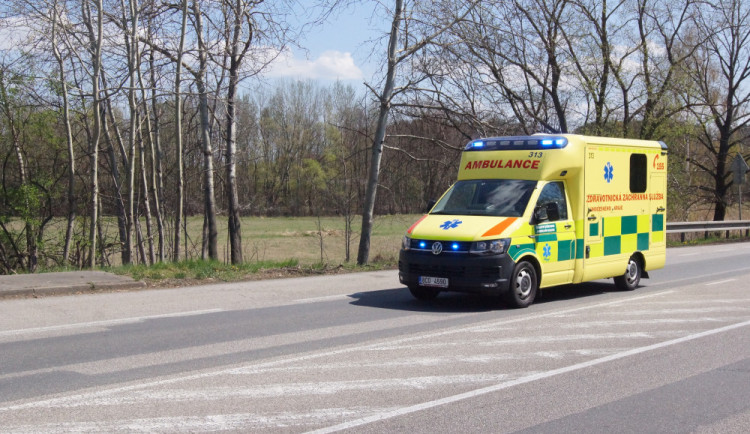 Na Písecku se stala další vážná dopravní nehoda. Po nárazu do stromu se těžce zranil řidič