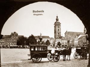 DRBNA HISTORIČKA: Stromy na náměstí a místo kašny pranýř