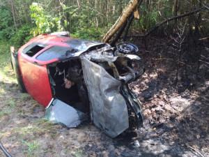 Hasiči vystříhávali řidičku z havarovaného auta, to začalo po pár minutách hořet