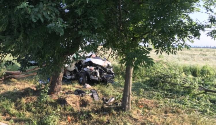 U Děbolína narazilo auto do stromu. Spolujezdkyně nehodu nepřežila