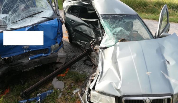 Černý čtvrtek na jihočeských silnicích. Na Prachaticku zemřel dvacetiletý řidič, jel rychle