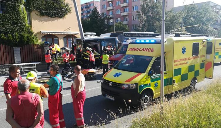 VIDEO: Hrozivá nehoda trolejbusu v Budějcích. Na internetu se objevil záznam střetu