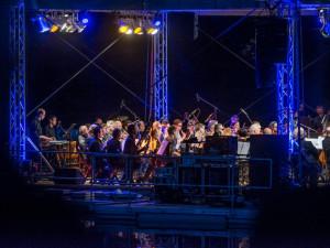 Nad slepým ramenem budou znít Klus, Absolonová nebo Trio Balkan Strings