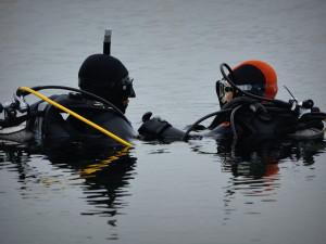 Potápěči chtějí v lomu u Lišova vydržet týden pod vodou