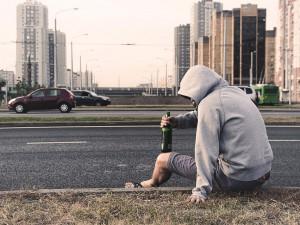Pití alkoholu v ulicích Budějc? Pokuta může být až sto tisíc