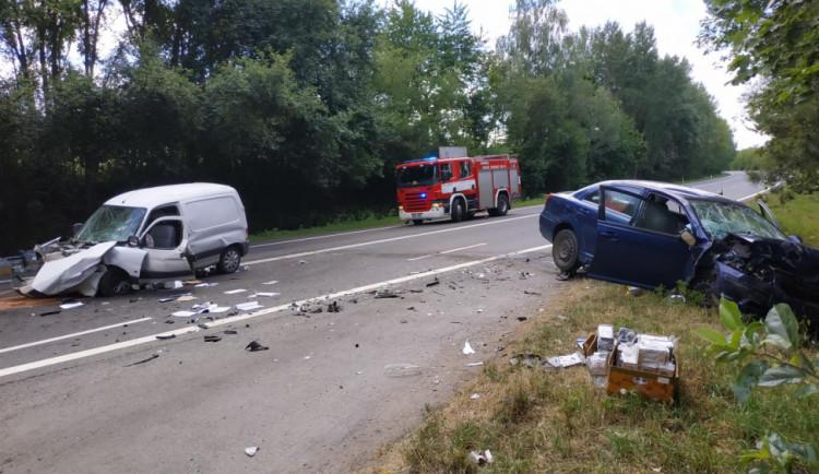Na Písecku se stala vážná dopravní nehoda, silnice je uzavřena. Na místě přistával vrtulník