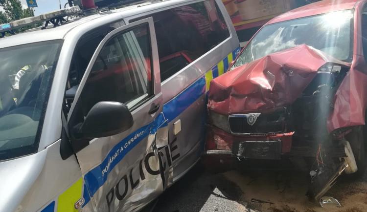 Při nehodě v Písku se srazilo policejní auto s jiným vozem. GIBS hledá svědky