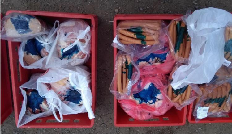 Dodávka vezla čtvrt tuny masa pro dětský tábor v nevyhovujících podmínkách