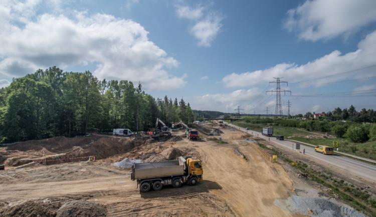 Firmy, které staví část dálnice D3 u Hodějovic, mají zpoždění