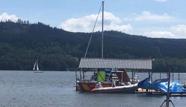 Během minulého týdne utonuli na jihu Čech dva lidé. Jeden muž se těžce zranil po skoku do bazénu
