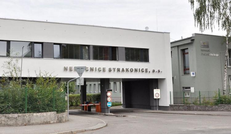 Strakonická nemocnice pořídila pro přepravu pacientů novou sanitku. Vyšla na 840 tisíc korun