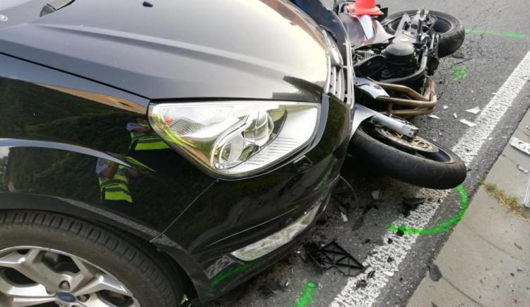 Řidič na Písecku nedal přednost motorkáři, ten na místě zemřel