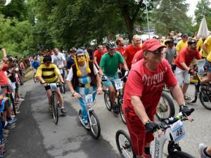 Keramickými trhy v Bechyni se prohnala koloběžková Grand Prix