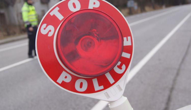 """Policejní akce """"X"""" odhalila přes padesát přestupků. Kontroly probíhaly u autobusů a náklaďáků"""