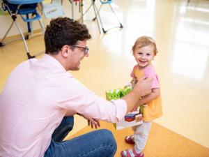 Dětské oddělení budějcké nemocnice má čtyři nová lůžka. Dostalo je od Kapky naděje