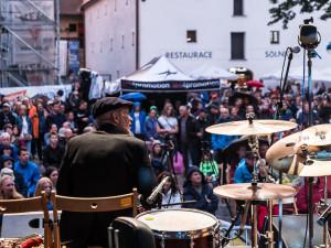 FOTO: Na Piaristickém náměstí proběhl devátý ročník jihočeského jazzového festivalu