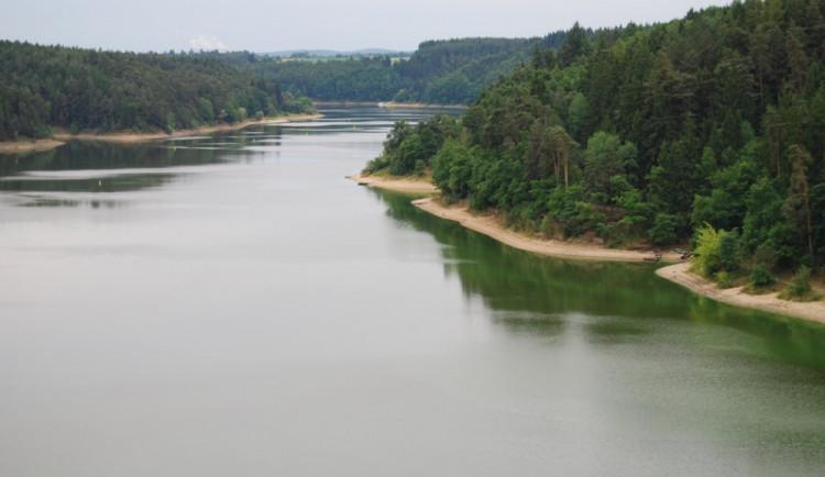 V Podolsku na orlické přehradě stále platí zákaz koupání