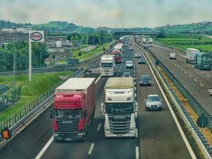 Vláda chce zakázat jízdy kamionů po celou neděli