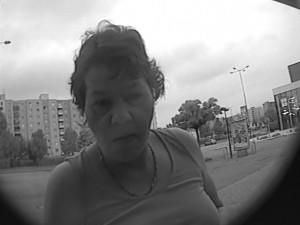 Žena chtěla vybrat hotovost z kradené platební karty, policisté zjišťují její totožnost