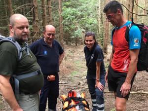 Pro zraněnou ženu na Medvědí stezce museli záchranáři dojít kus pěšky