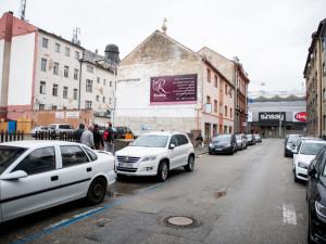 Budějcká Chelčického ulice? Nepořádek, hluk a drogy. Situaci nikdo neřeší, stěžují si lidé