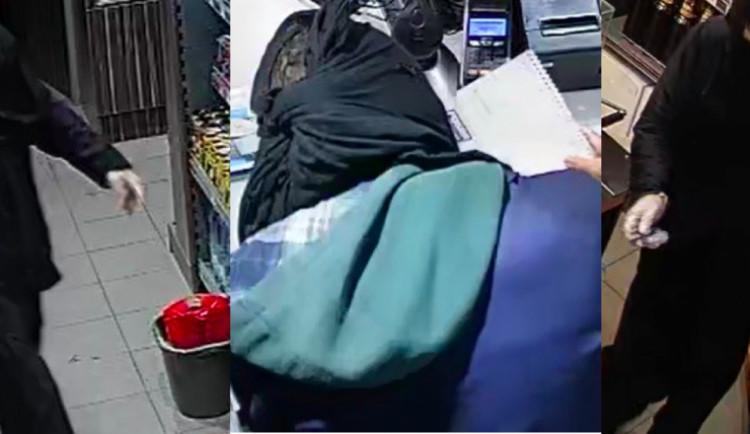 Neznámý muž přepadl benzínku v Písku, ukradl několik tisíc korun