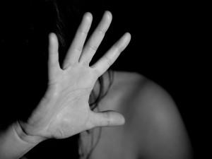 Máš poslední den nebo dva dny života, vyhrožoval muž své partnerce