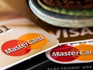 Platby kartou mohou mít kvůli novým pravidlům problémy