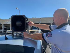VIDEO: Policisté mají nové vybavení pro krizové situace, nechybí akustický systém a lezecké vybavení