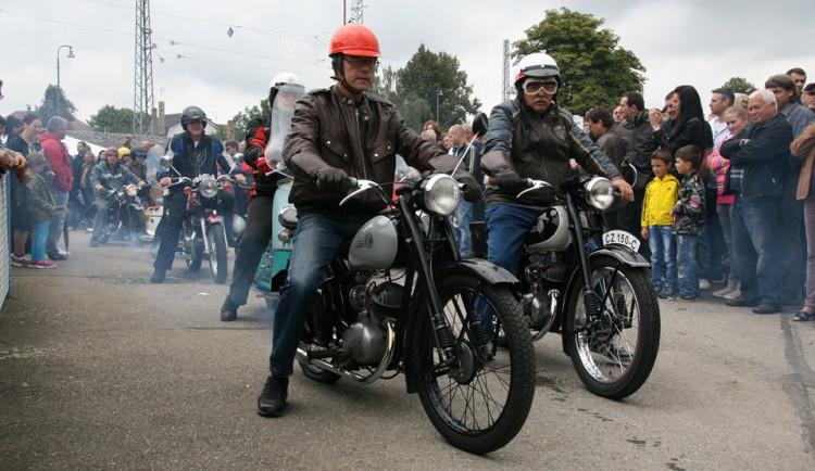 Strakonická ČZ oslavila sto let, představila přes 600 motocyklů