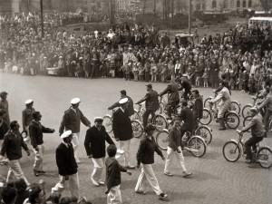 DRBNA HISTORIČKA: Moped z Motoru se dostal do oblasti populární hudby