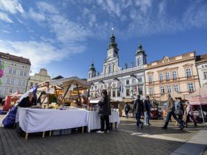 Na náměstí startují tradiční trhy, chybět nebudou řemeslníci