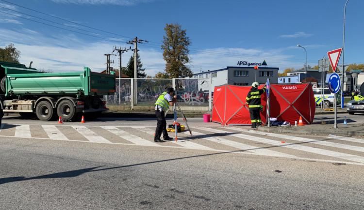 U Litvínovic srazil náklaďák cyklistku. Ta nehodu nepřežila