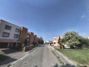 Oprava chodníku v Nemanicích vyjde na necelé dva miliony korun. Hotovo bude na konci listopadu