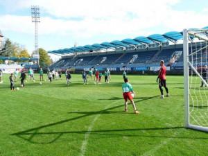 Děti z dětských domovů si vyzkoušeli trénink s fotbalisty Dynama