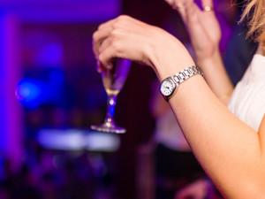 Strážníci si posvítili na podávání alkoholu mladistvým, jeden z klubů uzamkl před hlídkou dveře