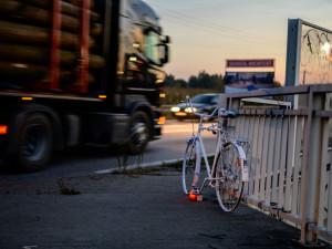 První ghost bike v Budějcích připomíná tragickou nehodu cyklistky