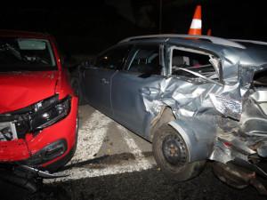 Řidič osobáku poškodil pět aut, od nehody odešel. Škoda je nejméně 600 tisíc korun