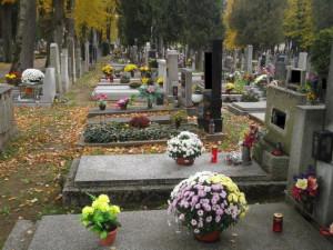 Dušičky jsou šancí pro zloděje, na hřbitovech budou policisté