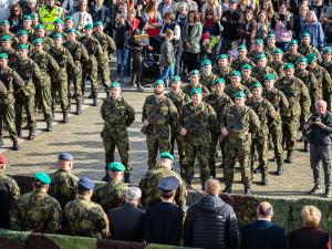FOTO: České Budějovice si připomněly 101. výročí vzniku republiky vojenskou přehlídkou