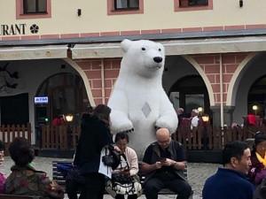 Krumlov definitivně zakázal pouliční umělce v kostýmech zvířat