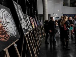 Baví mě propojovat hudbu a malbu, říká umělec Vladimír Kiseljov. V Pianu představil své obrazy