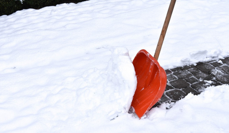 Lidé dostanou zdarma posyp na zimu, město zatím eviduje osmnáct žádosti