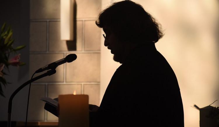 Policie odložila případ sexuálního zneužívání kněze pro promlčení