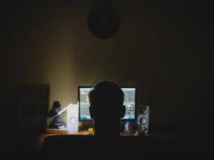 Mladý cizinec má na kontě přes devadesát podvodů. Přišel si na skoro půl milionu korun