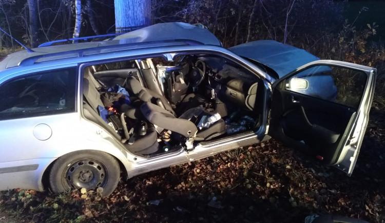 Při vážné nehodě na Táborsku zůstal v autě zaklíněný řidič